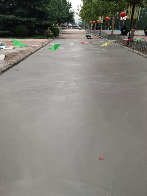 水泥地面修补水泥路面起砂应该怎么办,处理方法和修补材料有哪些。