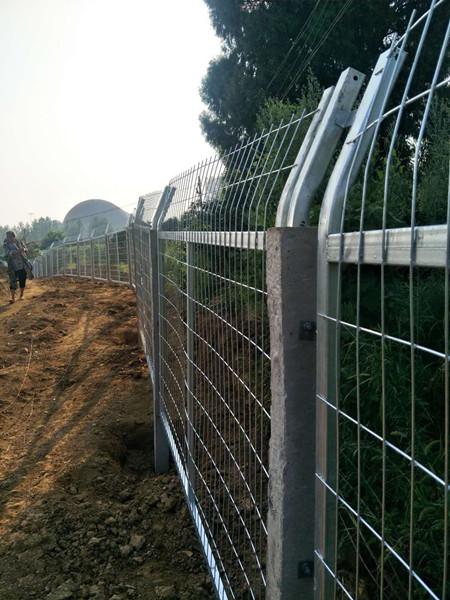 水泥立柱水库护栏网