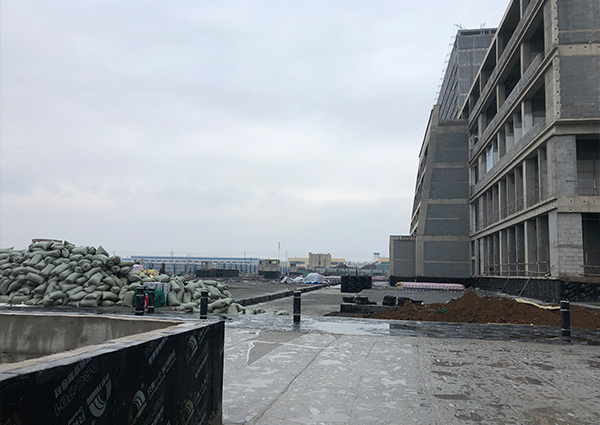城阳第二人民医院排水板进场安装