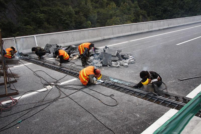 橋梁伸縮縫安裝