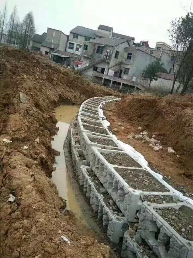 阶梯式生态护坡模具