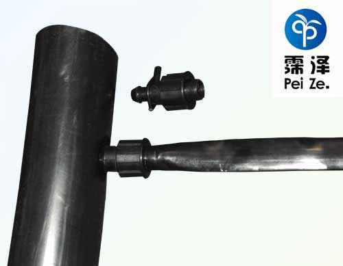 滴灌带与PE管链接